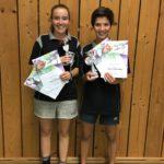 Mira und Vesna Coutureau bei der Siegerehrung der Tischtennis Kreismeisterschaft 2017