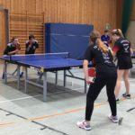 Mira und Vesna Coutureau beim Doppel der Tischtennis Kreismeisterschaft 2017