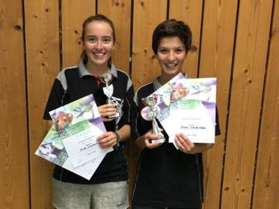 Tischtennis Kreiseinzelmeisterschaft 2017 - Mira und Vesna mit Pokalen und Urkunden